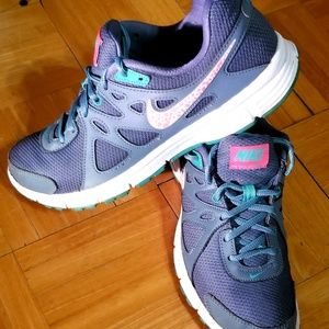 NIKE REVOLUTION 2 GREY,PINK & GREEN SIZE  9 WOMENS